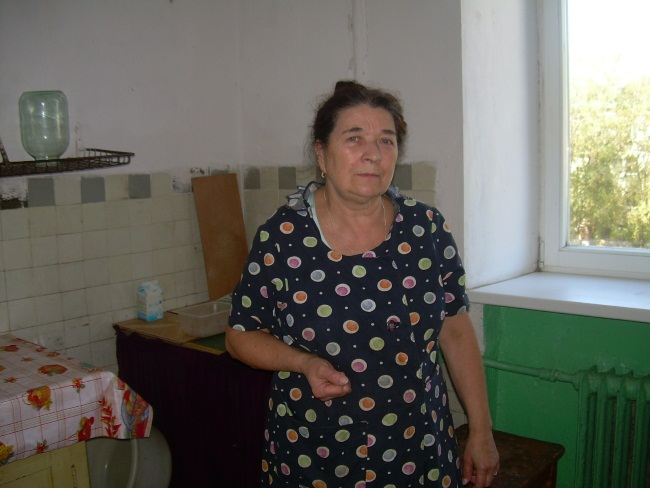 Галина Тарасовна на коммунальной кухне.