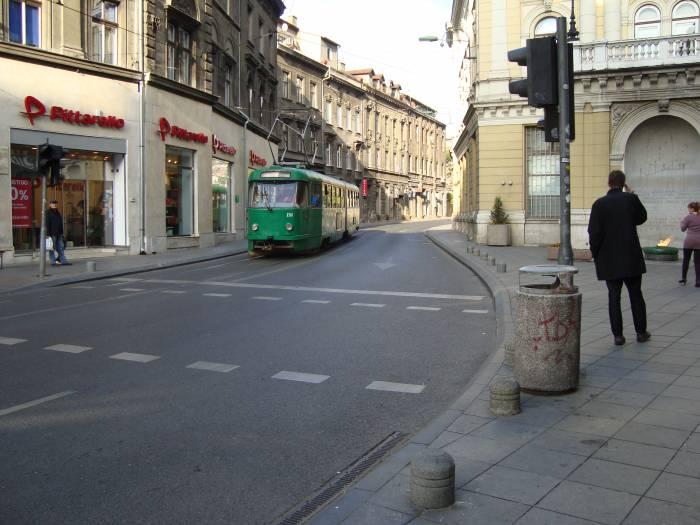 старые трамваи добавляют средневекового колорита