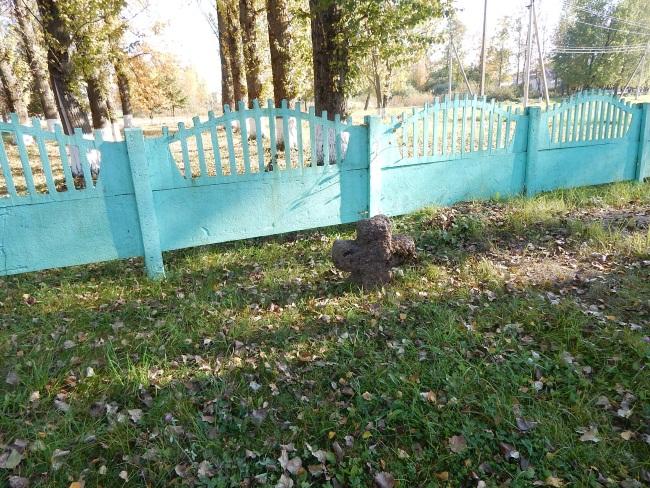 Крест на Братском кладбище.