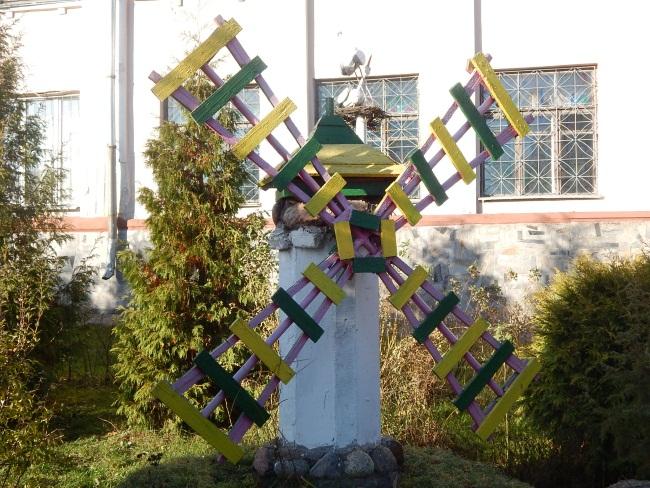 Во дворе гимназии №4.