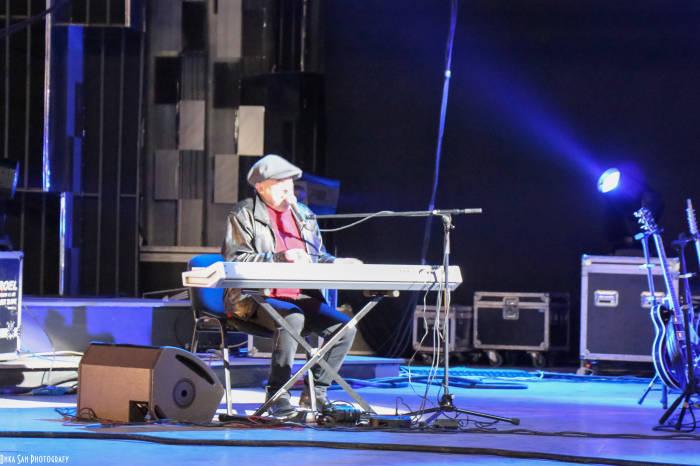 """Андрей Макаревич исполняет песню """"Свеча"""""""