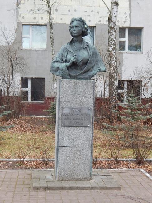 Памятник Вере Хоружей.