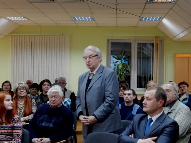 Владимир Попкович задает вопрос.