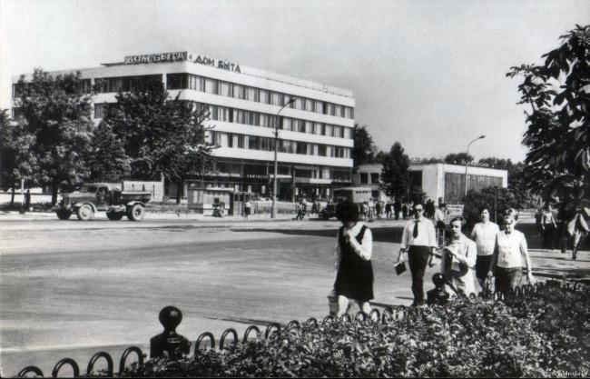 Дом быта в восьмидесятые. Фото сайта oldar.ru.