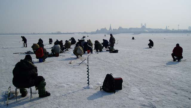 features_winter_fishing
