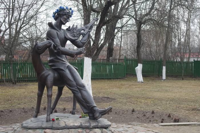 """""""Витебская мелодия на французской скрипке"""", скульптор В. Могучий"""