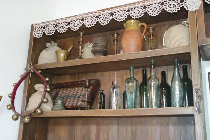 Когда в нем жила семья Шагала, дом на Покровской улице был бакалейной лавкой.Когда в нем жила семья Шагала, дом на Покровской улице был бакалейной лавкой.
