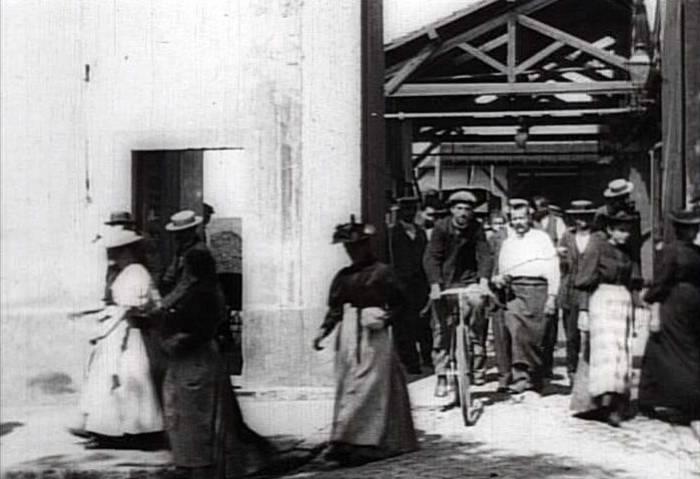 Vyhod_rabochih_s_fabriki_1895