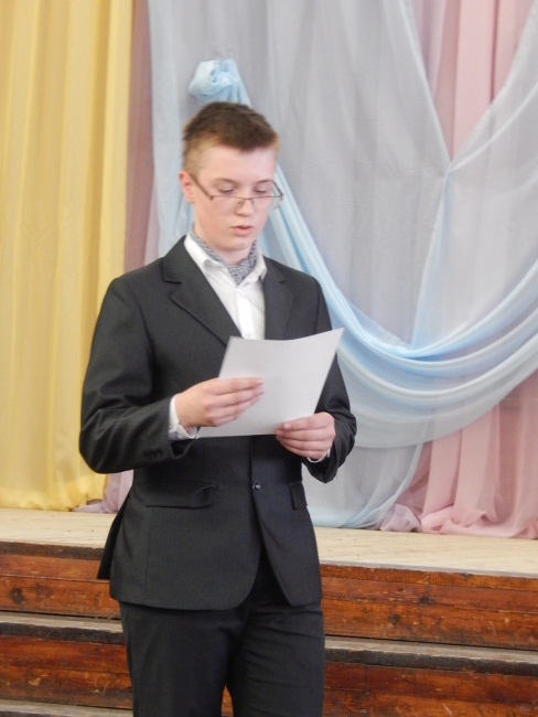 Жан Ковалевский читает мадригал в духе Пушкина.
