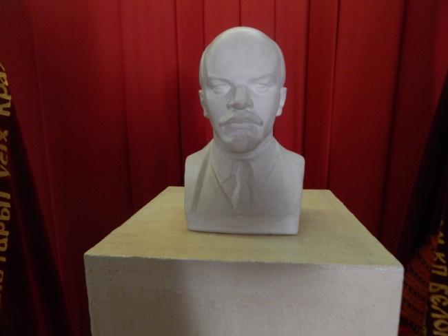 Ленин по-прежнему на почетном месте.