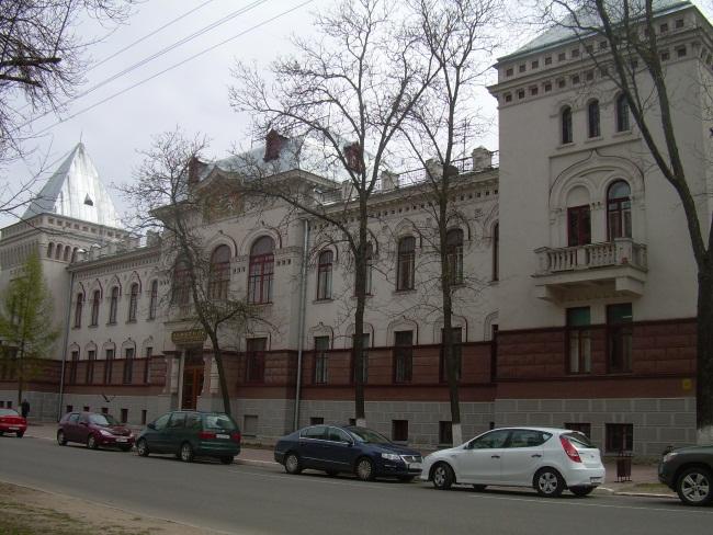 Раньше в этом здании был банк.