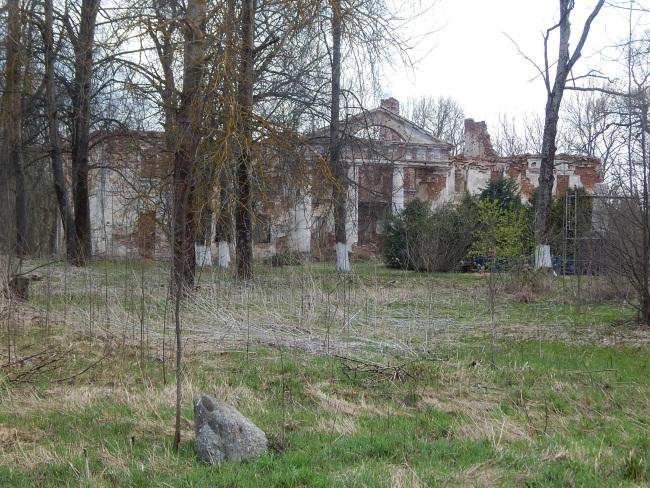 Развалины дворца Гребницких.