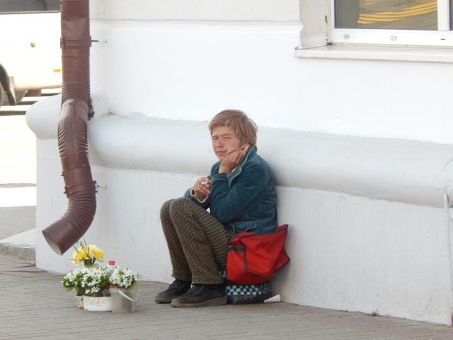 Портрет типичного тунеядца с нелегальным доходом.