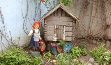 Красная Шапочка принесла пирожки.