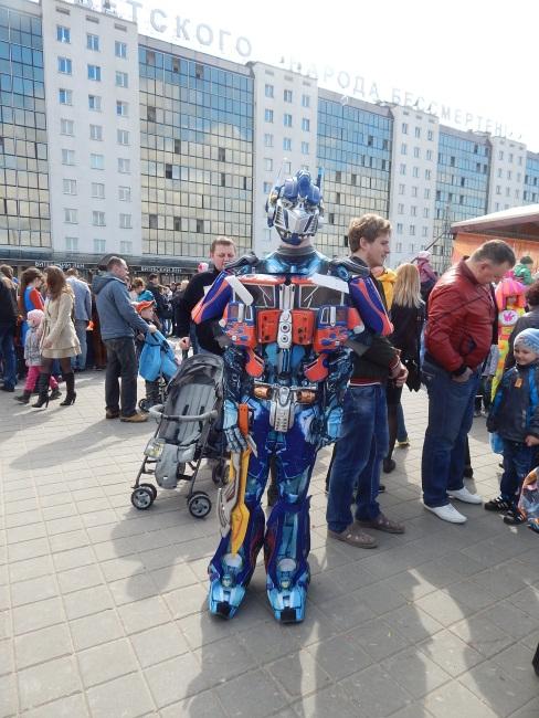 Роботы - любимые детские персонажи.