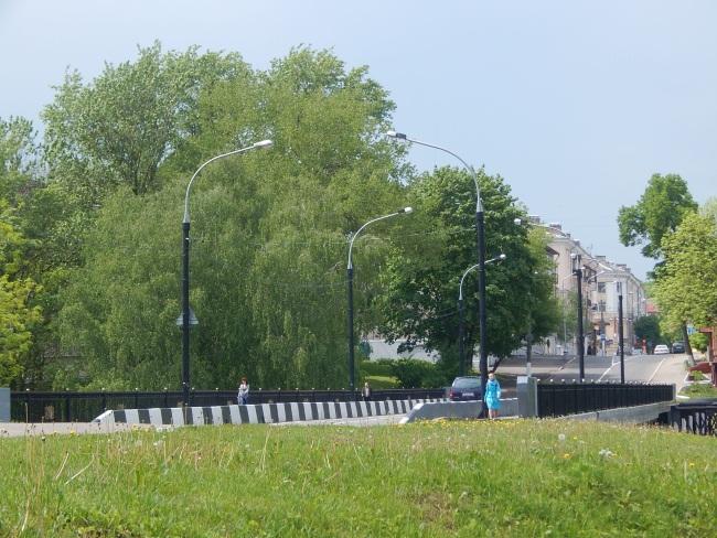 Мост, соединяющий две улицы.