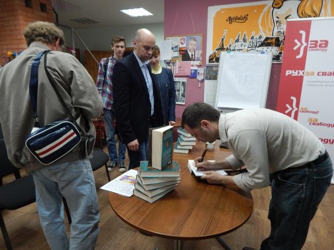 Автограф-сессия от Алексея Шеина.