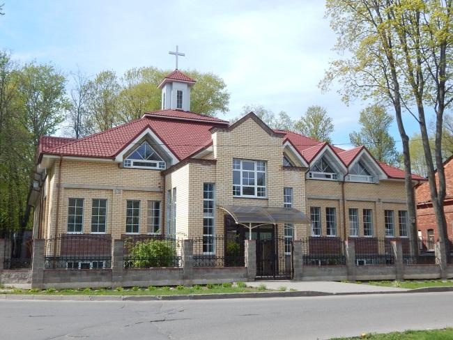 Современное здание евангельской церкви.