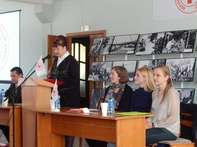Галина Желанова рассказывает о проводимых акциях.
