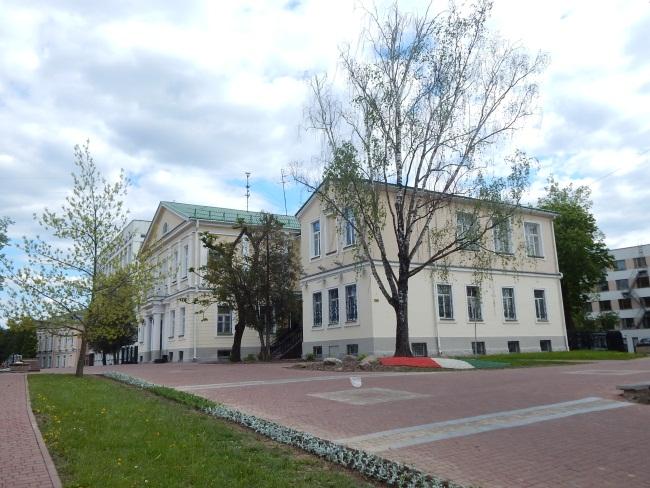На улице Пушкина находится театр Лялька.