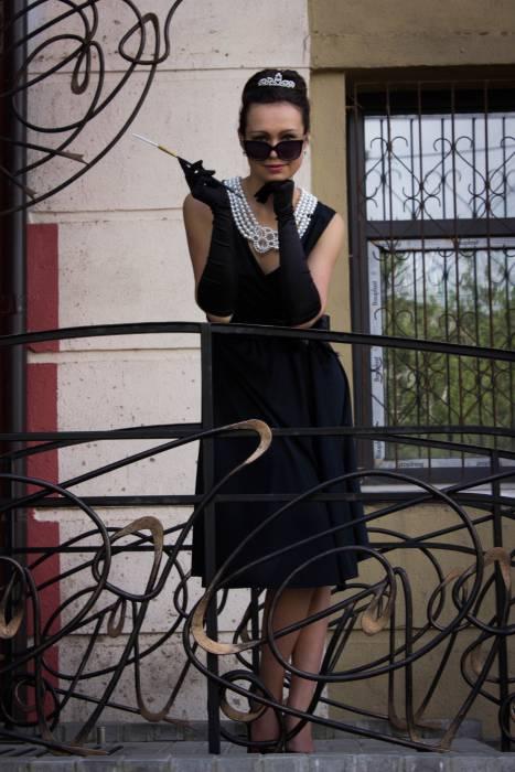 Маленькое черное платье должно быть в гардеробе каждой женщины