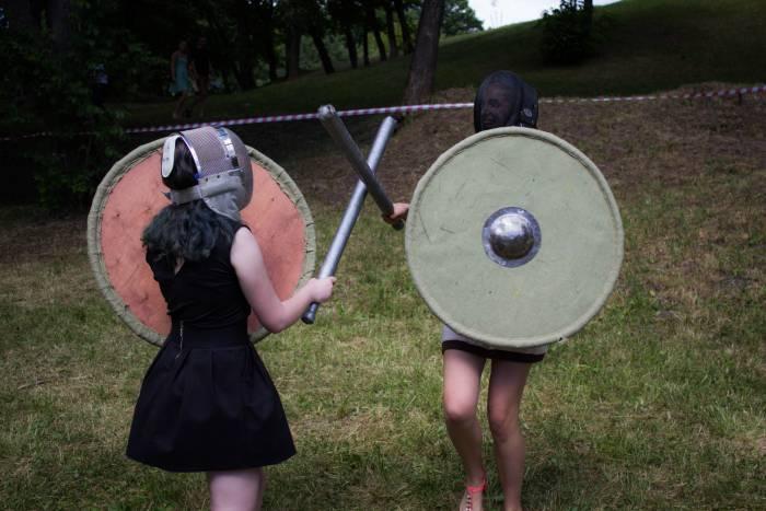 Девушки демонстрировали полную боевую готовность. Фото: Дмитрий Довгулевич