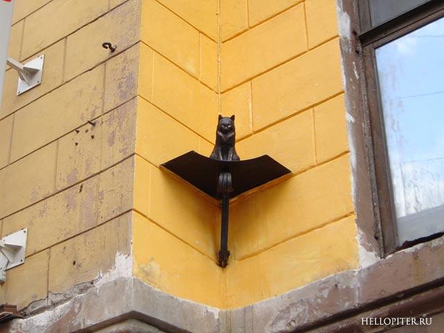 Кот Елисей на Малой Садовой. Фото: hellopiter.ru