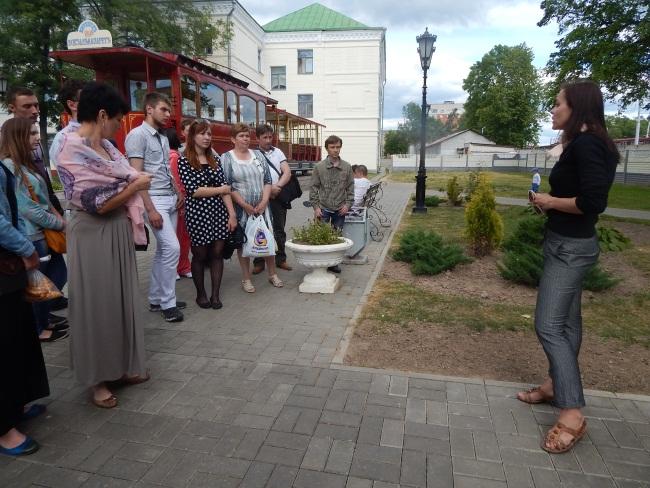 Историю создания первого трамвая слушают с интересом.