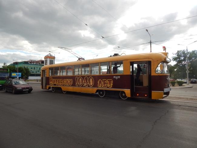 У станции скорой помощи экскурсовод попрощалась с пассажирами.