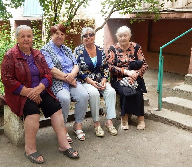Жизнь на одну пенсию бабушек не страшит.