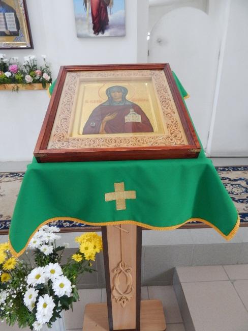 Икона с мощами святой.