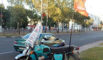 Кто на мотоцикле - тем пицца дешевле.