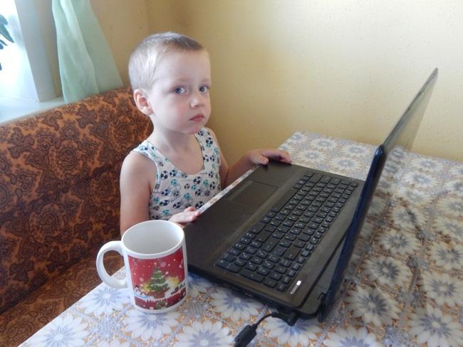 Ноутбук и компот - все, что нужно мужчине 21 века?