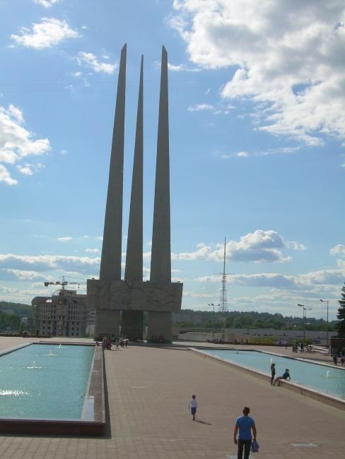 Три штыка - монумент, посвященный Победе.