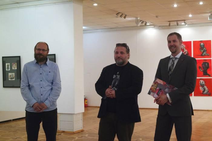 Пэтэр Милчак, куратор выставки, Марэк Ормандик и представитель посольства Словацкой Республики