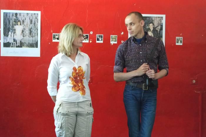 Куратор выставки А. Веледимович с научным сотрудником ВЦСИ М. Карман