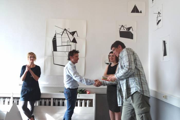Шон Ханрахан подарил один из двадцати уникальных буклетов, созданных для выставки, музею ВЦСИ