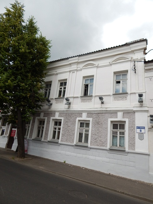 Здесь располагалась гимназия Варвариной.