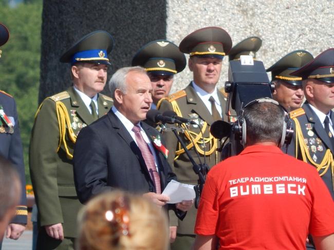 Николай Шерстнев выступает перед витебчанами.