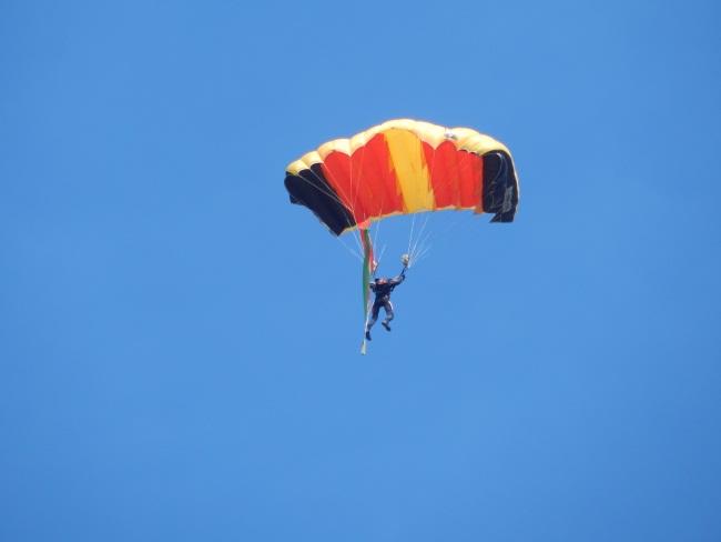 Флаг спустился прямо с неба!