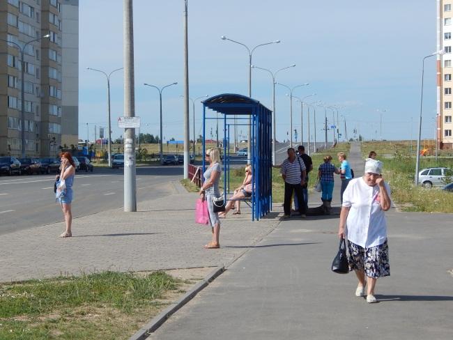 Улица Богатырева - ближайшая к почте остановка.
