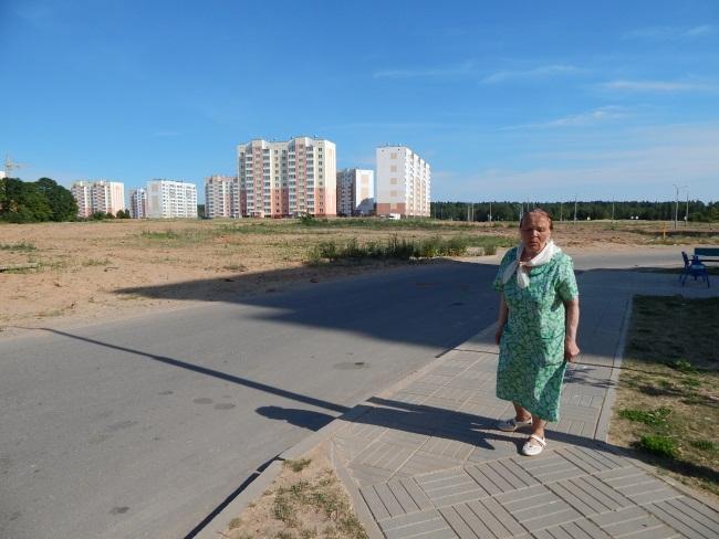 Софья Ивановна проводит экскурсии по Билево.