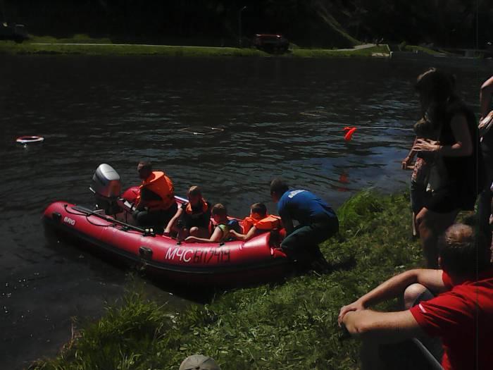 Погрузка в спасательную лодку закончена