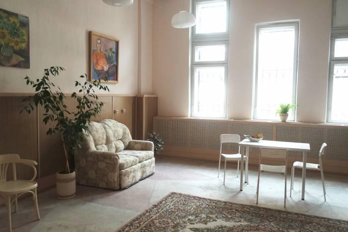 Учебно-лекционный зал, при желании помещение полностью освобождают от мебели