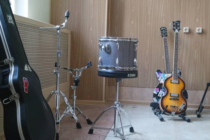 Музыкальная аппаратура ждет своих музыкантов
