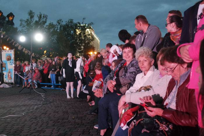 Зрители в ожидании представления