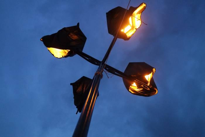 Для того, чтобы создать на площади нужную атмосферу приходилось экспериментировать даже с освещением