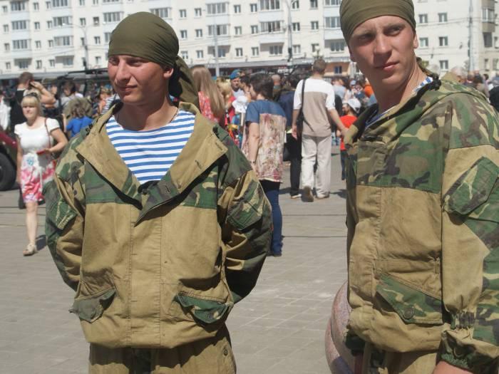 """Бойцы 357-го батальона 103-й гвардейской бригады ответили на несколько вопросов корреспондентов """"Витебского курьера"""""""