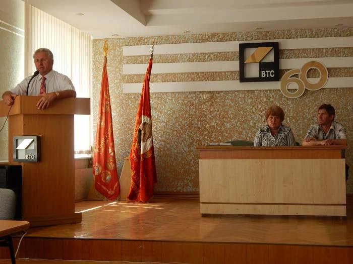 Акулович Николай Александрович не стал кривить душой перед собравшимисястроителями. Фото Евгении Сабицкой