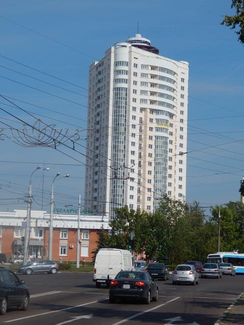 Элитное жилье строят простые работяги, которым квартиры здесь не по карману.